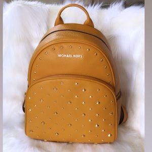 💃Michael Kors Abbey Medium Studded Backpack